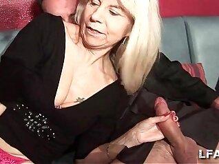 mature lady enjoys wild double penetration