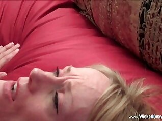 American mom insert cock into hot slut on the couch