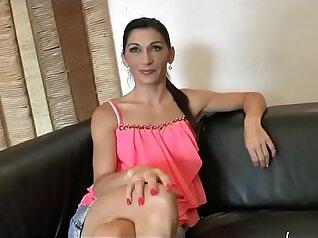 Amateur Lesbos Have a Sexy Swinger Sex