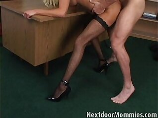 Anal loving blonde mature mother with huge boobs gets fucked