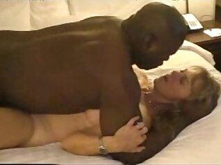 plump mature milf wanking huge black dick