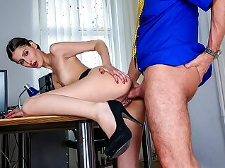 Big boobs amateur shoplifter bang her boss in the office