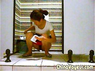Big lady teen rough masturbation Voyeur caught peeing