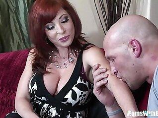 Buxom mommy Eva Smallon with pierced pussy
