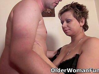 Sexy mom barrie fucking during massage ramen sex
