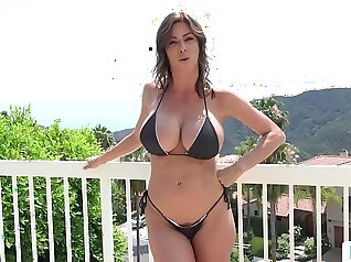 Alexis Fawx pussy fucks her stepdaughters stepmom