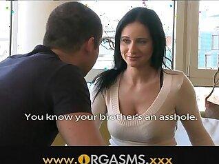 Milf Stretches Her Snatch Fingered To Orgasm