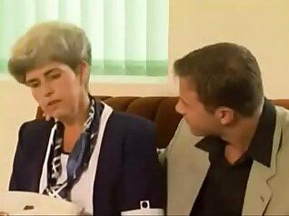 Italian MILF Jennifer Masturbates